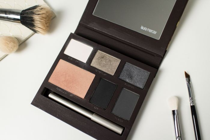 STYLETAXI_Laura_Mercier_Beauty_Blogger_Sample_Daring_by_night_Eye_Cheek_Colour_Palette_04