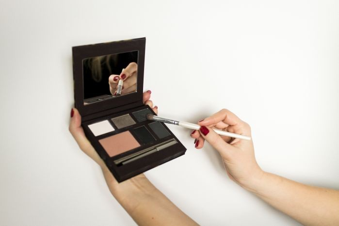 STYLETAXI_Laura_Mercier_Beauty_Blogger_Sample_Daring_by_night_Eye_Cheek_Colour_Palette_08